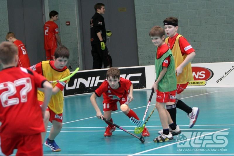 Zēnu U12 vecuma grupā aizvadītas pirmās izslēgšanas spēles