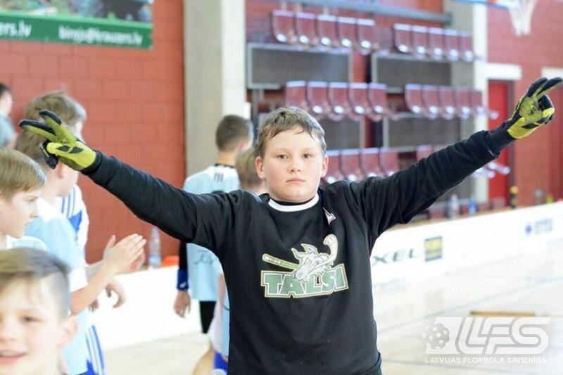Vecuma grupas ZU11 komandas sacenšas Talsos