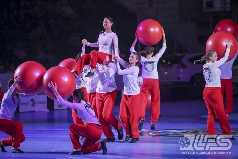 Izlase aizvada pirmo dienu pasaules čempionāta norises vietā Belvilā