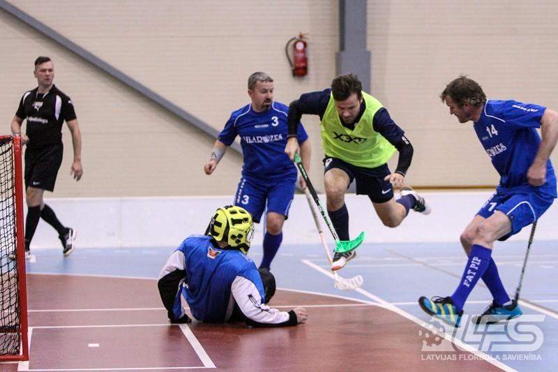 """""""Sonoras"""" florbolisti turpina panākumu sēriju Veterānu čempionātā"""