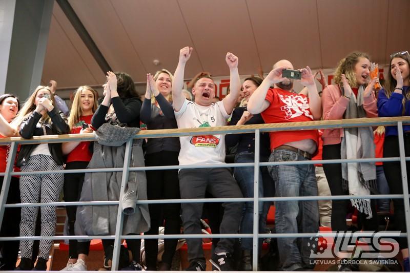"""1. līgas turnīrs noslēdzas ar fantastisku cīņu un """"Lielvārdes/Fans"""" uzvaru"""