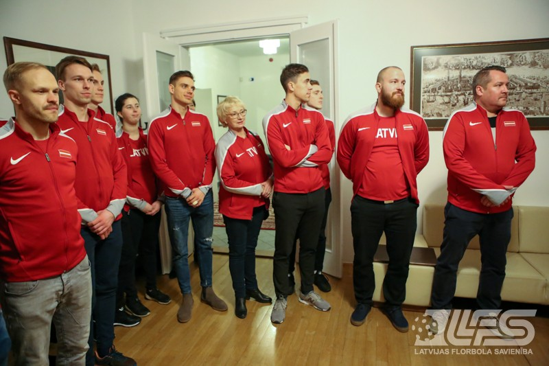 Vīriešu izlase viesojas Latvijas vēstniecībā Prāgā