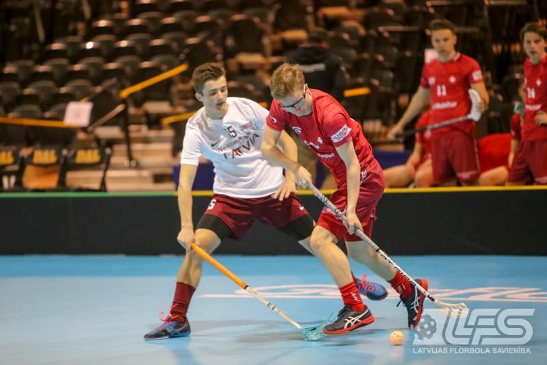 Juniori līdzvērtīgā cīņā piekāpjas šveiciešiem