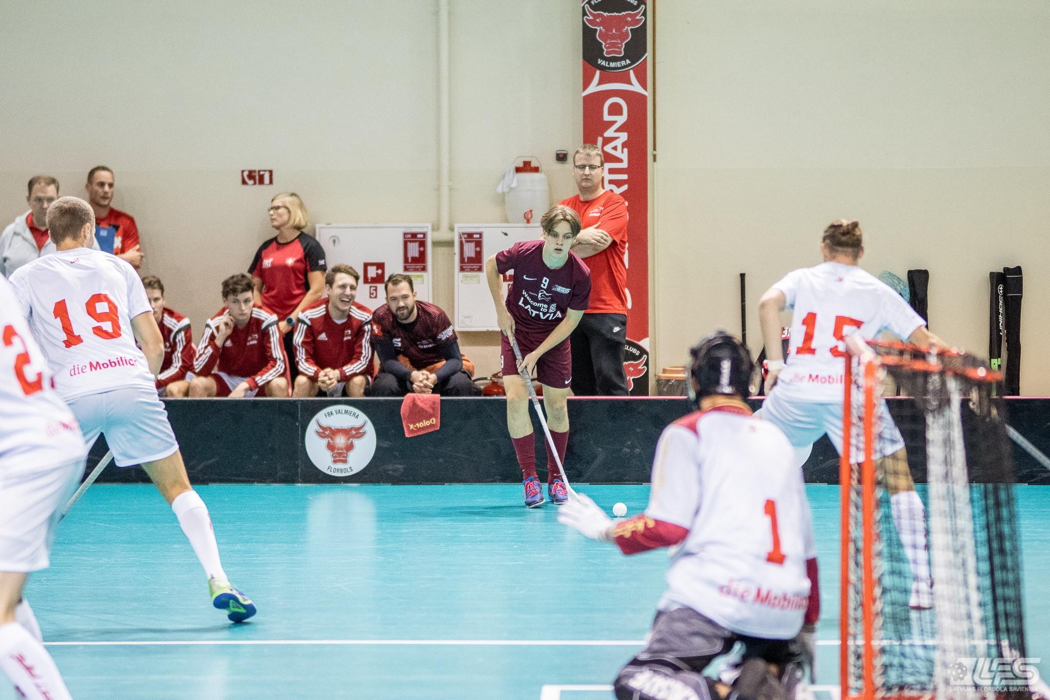 Izlase piekāpjas šveiciešiem, debitantam Savinam divi vārti