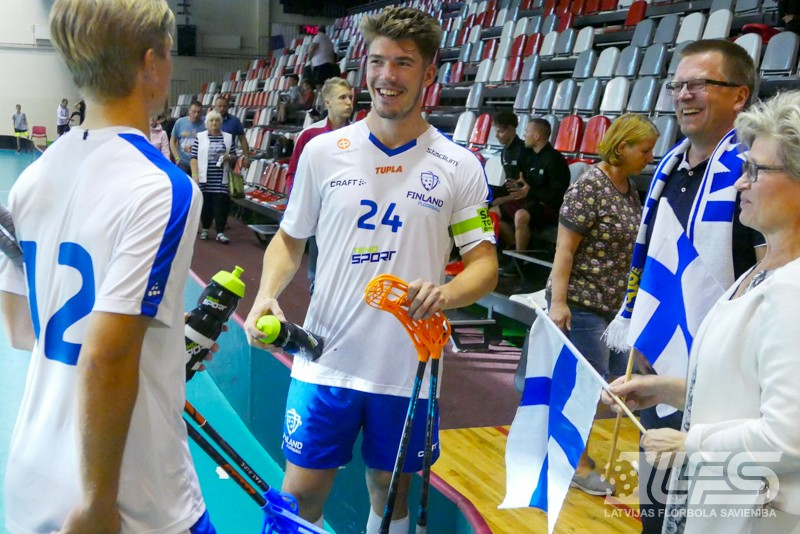 Somi kļūst par Četru nāciju turnīra līderiem